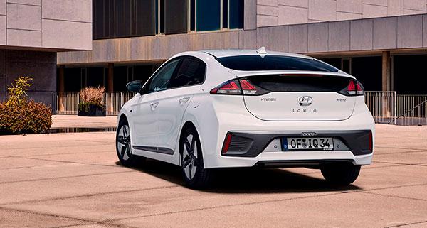 Hyundai IONIQ Híbrido vista trasera