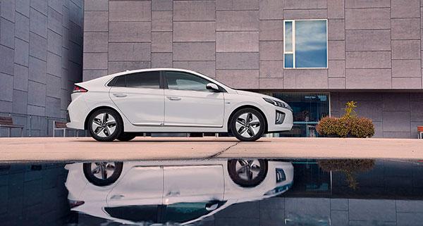 Hyundai IONIQ Híbrido vista lateral